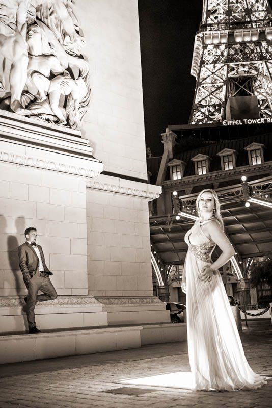 Couple Paris elopement photo