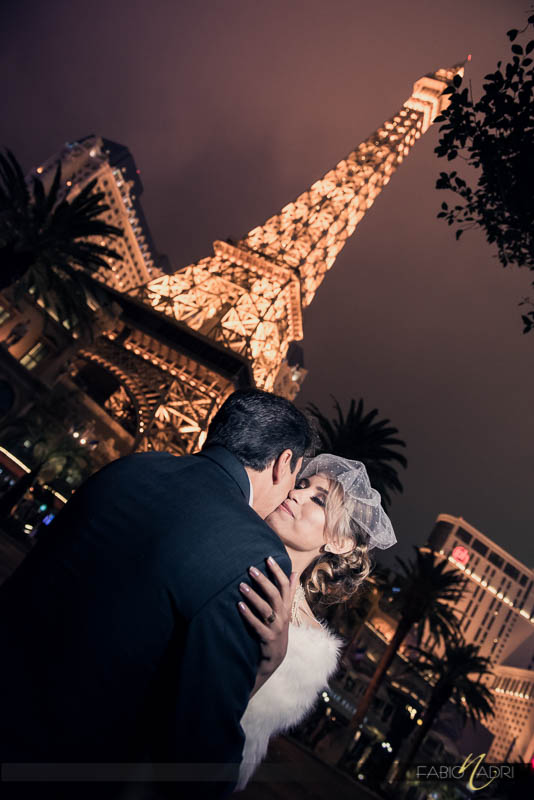 Eiffel tower couple picture