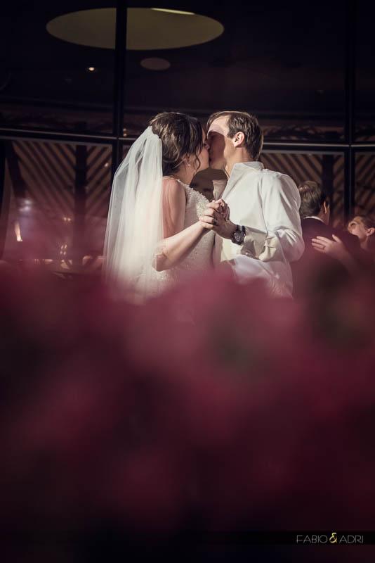 bride groom kissing Vice Versa Vdara