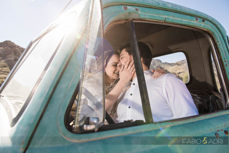 Sweet Romantic Wedding Photo Vintage Car