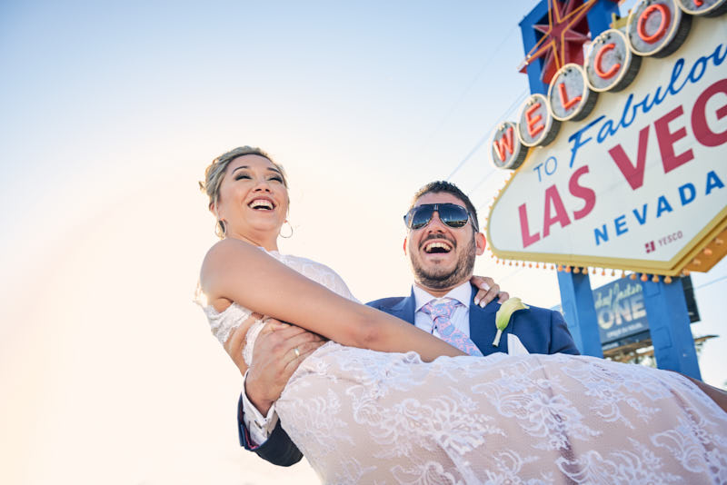 Las Vegas Sign Wedding Photo
